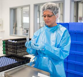 Sleeven von Arzneimitteln in Glasfläschchen