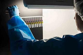 Spritzen-/Vialsichtung 100%-Sichtkontrolle von Fertigspritzen – nach Vorgaben des Europäischen Arzneibuches